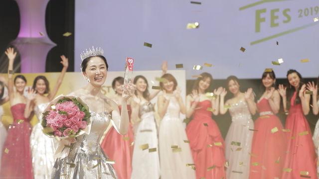 2020 美 魔女 コンテスト 国民的美魔女コンテスト:ファイナリスト14人が美スタイル際立つ水着姿に