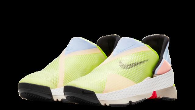 Nike ゴー フライ イーズ ナイキが手を使わずに着脱できる新作スニーカー発表、体重をかけるだ...