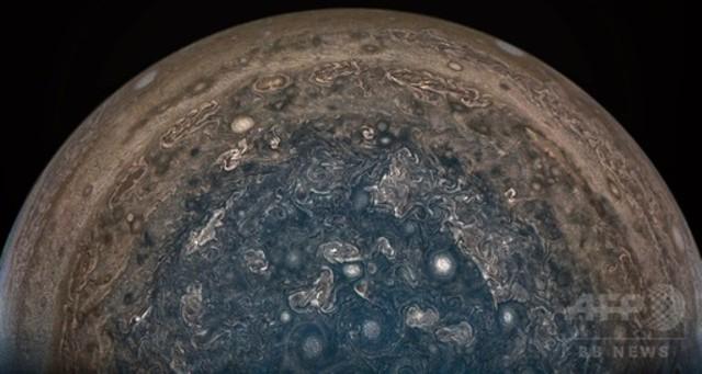 7f675dafdb0bf 5019729 1 full 4b34f786 93b2 4bc0 86c3 d70a0d1ff0be. 木星の南極上空から見た嵐、無人探査機「ジュノー 」が撮影