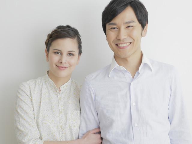 国際結婚はさらに減少。日本人男性の結婚が鍵に? | antenna*[アンテナ]